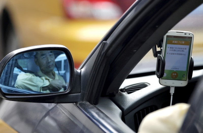 Apple, Chinese Rideshare Deal Heats Up Race for Tech-Smart Cars