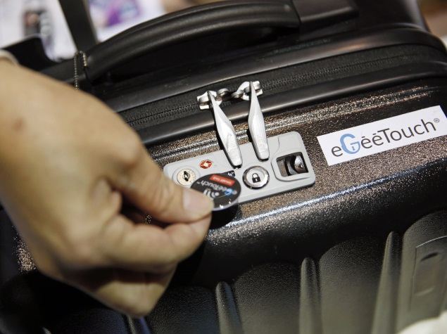 CES 2015: eGeeTouch Smart Lock Can Open, Lock Suitcases via Smartphone