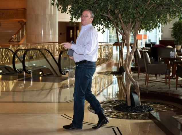 Google's Eric Schmidt arrives in North Korea