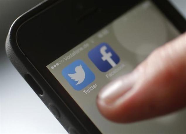 Facebook, Twitter slump reopens questions on tech bubble