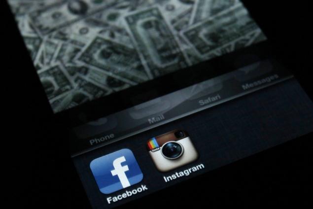 Facebook And Instagram Ban 'Dangerous Individuals' Including Alex Jones