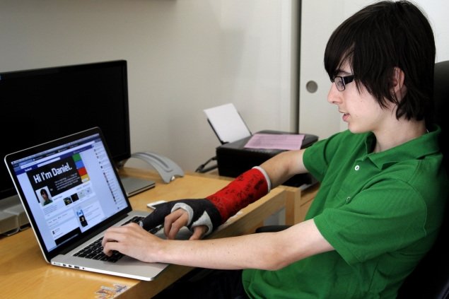 Facebook and other social networking sites can be therapeutic: Study