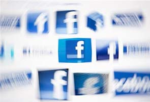 Facebook pegs payment service to currencies