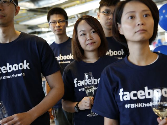 Facebook Opens Messenger to Developers, Targets E-Commerce; Introduces Embeddable Video Player