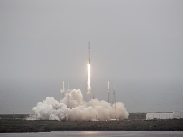 SpaceX Postpones Rocket Launch Due to Technical Glitch