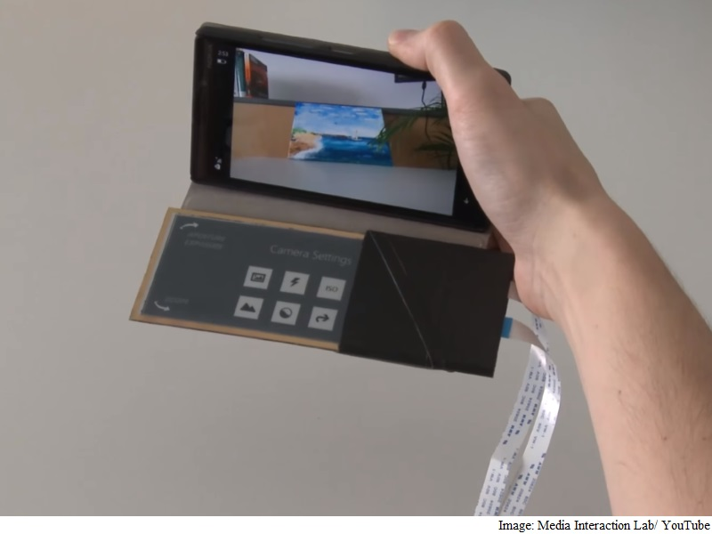 Microsoft's Prototype Smartphone Case Doubles Up as an E-Ink Display
