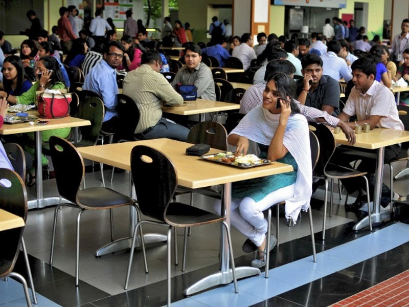 Parents Should Stop Using Smartphones at the Dinner Table: Study