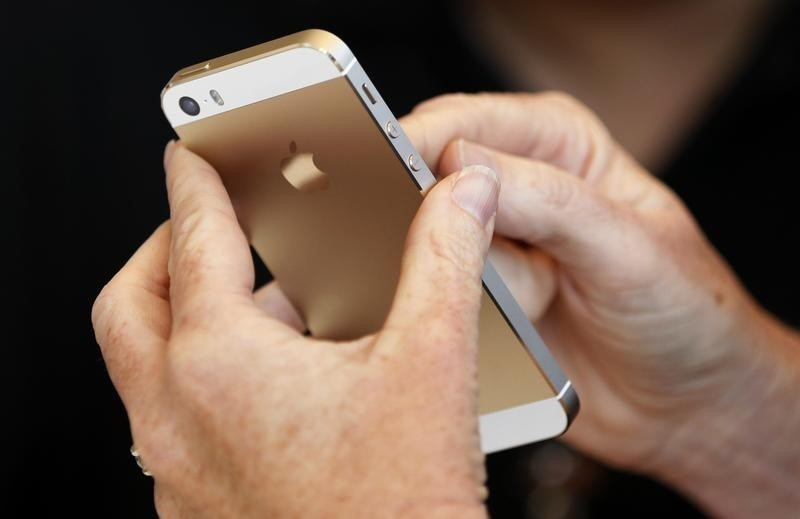US Judge in Boston Ordered Apple to Help Law Enforcement Examine iPhone