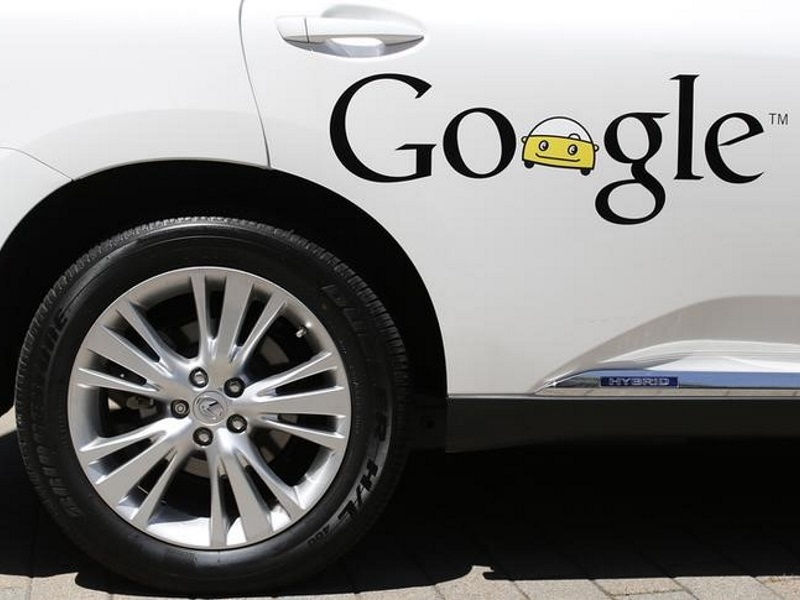 Google's Self-Driving Car Push Spurs Hiring Spree at Automakers