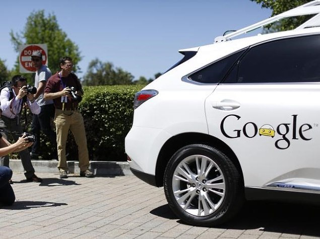 Silicon Valley Debate on Self-Driving Cars: Do You Need a Map?