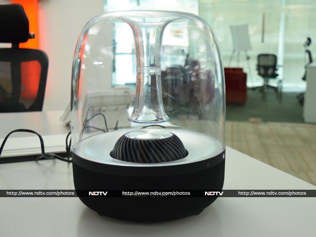 Harman Kardon Aura Review Beautiful On The Outside Ndtv Gadgets 360