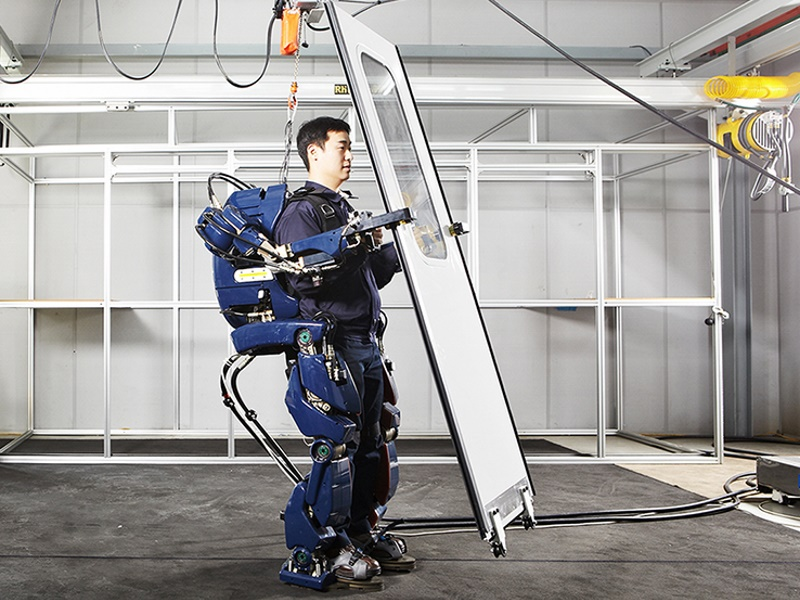 Hyundai Unveils Wearable Robot