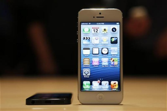 Apple takes a pass on NFC in iPhone 5