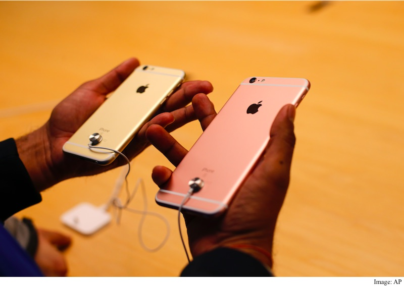 cost of iphone 6s iphone 6s plus costs 236 to make and 749 to buy ihs 13894