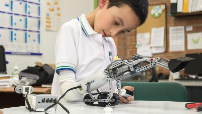 Lego Arm for Disabled Kids Wins Digital Innovation Prize
