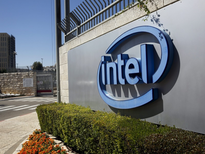 Intel and Microsoft Face Different Challenges in Shifts to Cloud