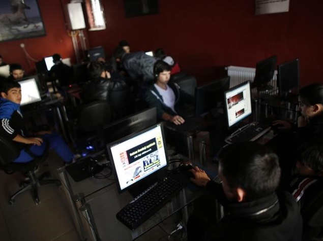 internet_users_at_cyber_cafe_reuters.jpg