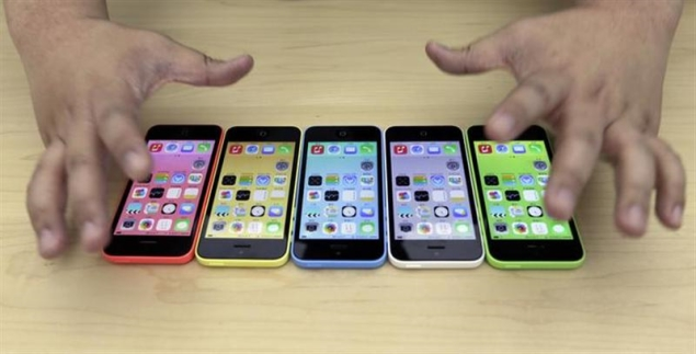 In world's biggest market, 'cheap' iPhone looks too pricey