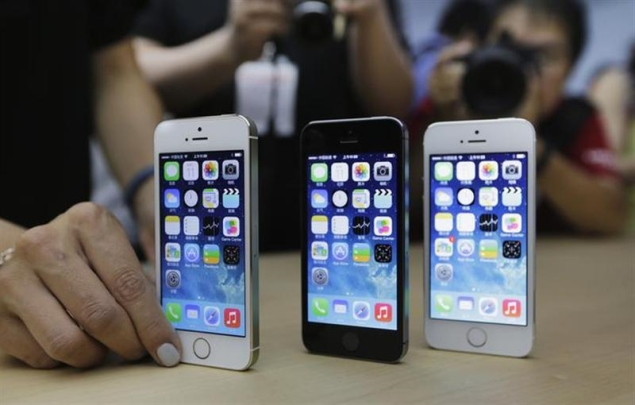 Apple revises quarterly forecast after selling new iPhones in record numbers