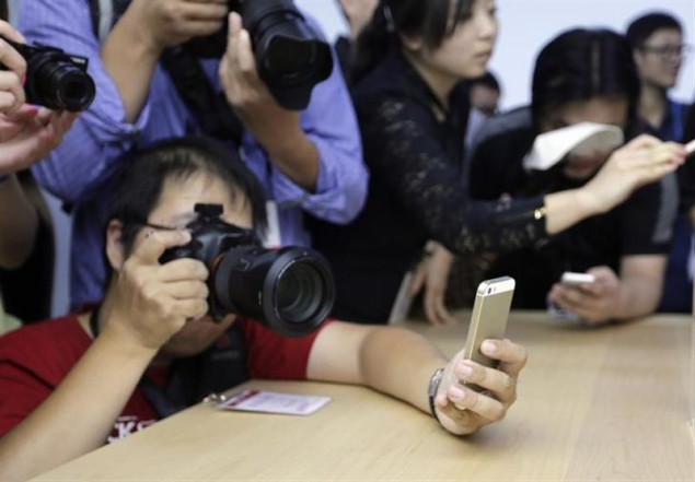 Gold iPhone 5s is a smash hit in Asia
