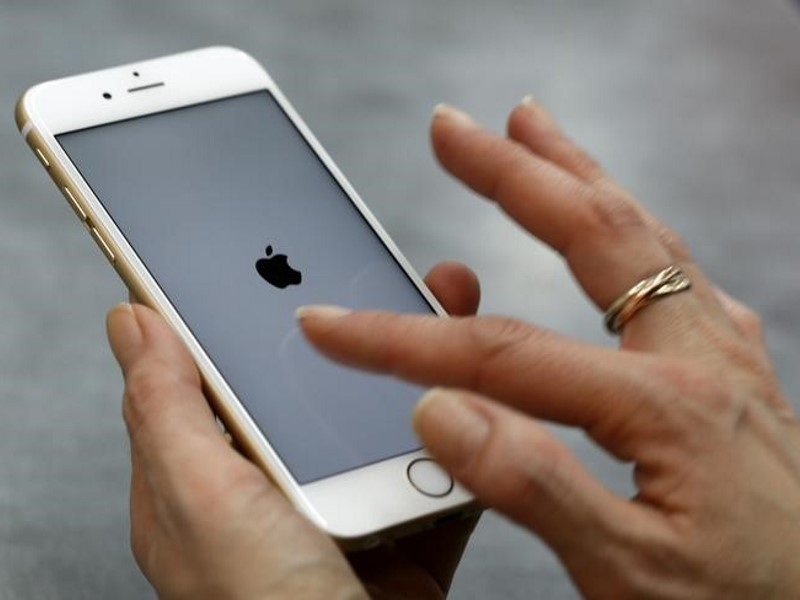 US Says Will Let Apple Keep Software to Help FBI Hack iPhone