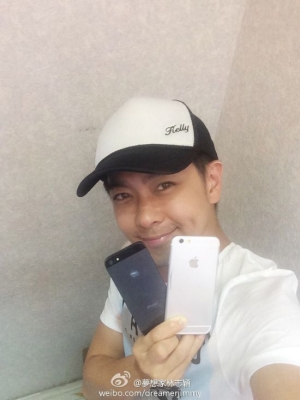 Alleged iPhone 6 With 4.7-inch Display Pictured Alongside iPhone 5