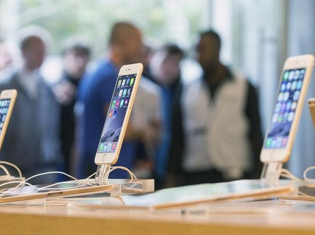 Apple Reports Strong iPhone Sales; Does Not Share Watch Numbers