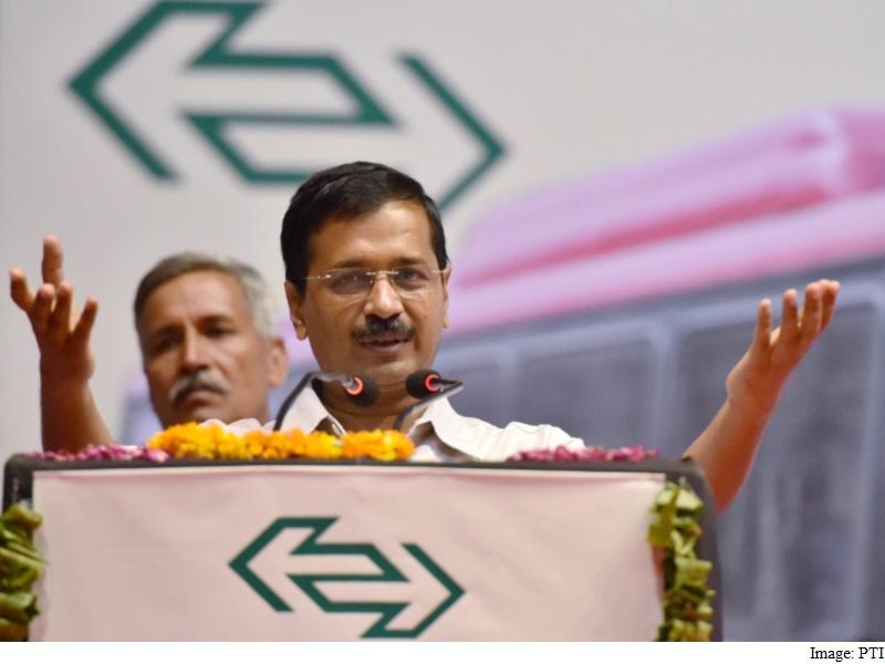 Delhi: सीएम केजरीवाल ने 104 नई बसों को दिखाई हरी झंडी, बताया लोगो की सुविधा के लिए बड़ा कदम