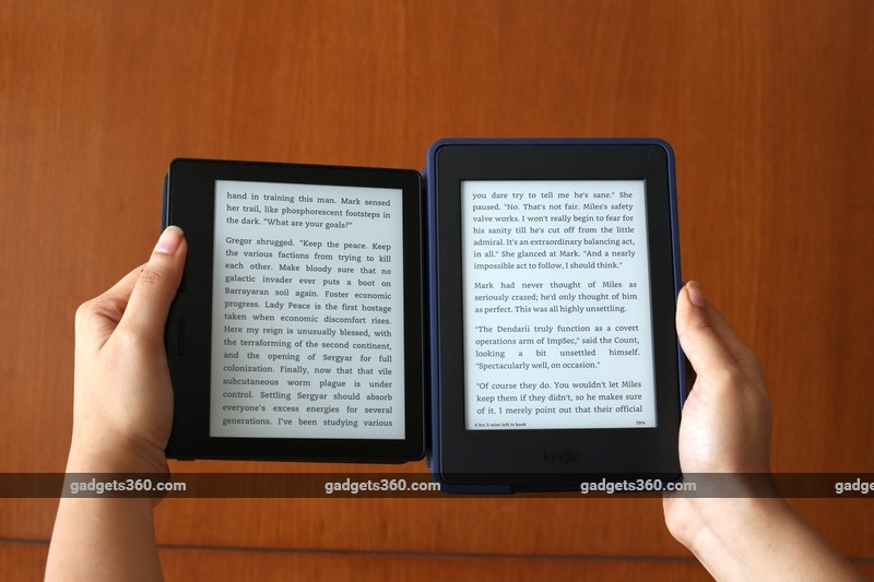kindle_oasis_paperwhite_hands_gadgets_360.jpg