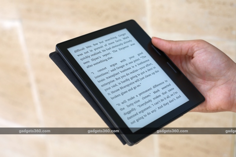 kindle_oasis_right_hand_gadgets_360.jpg