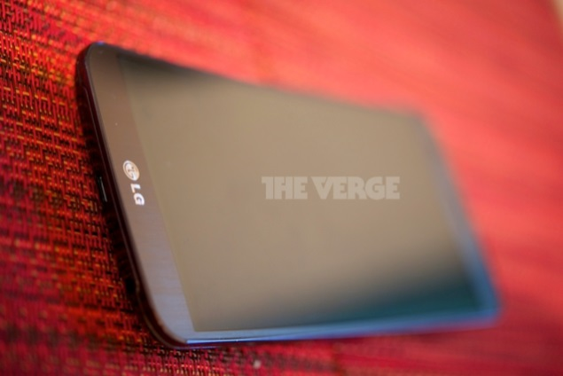 LG 'G Flex' curved display smartphone spotted in new live images, video