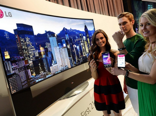LG Life Band Touch unveiled at CES 2014, compatible with Android, iOS devices