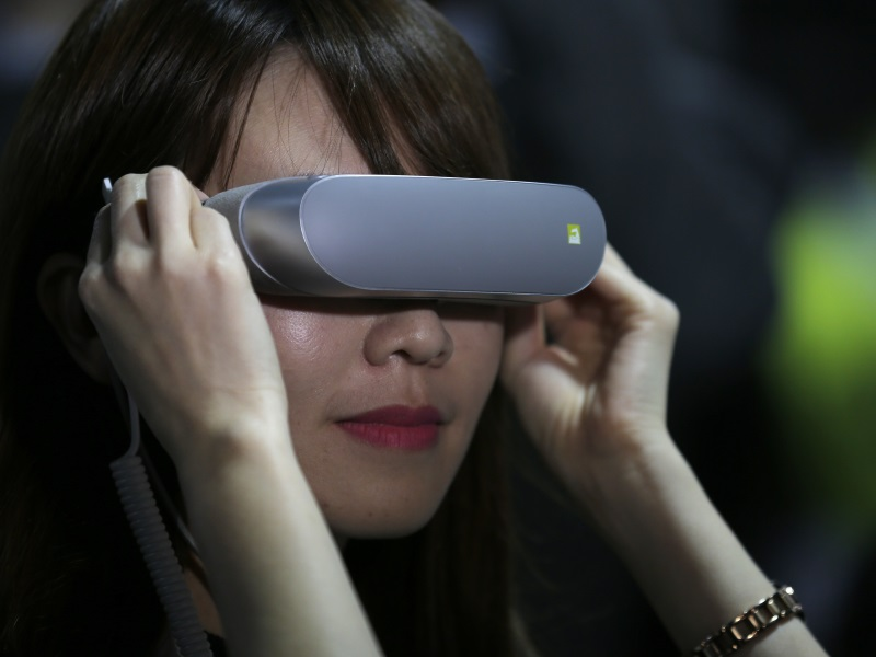 VR: The New Proving Ground for Mobile Giants?