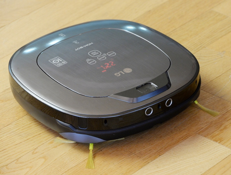 LG's Hom-Bot Turbo+ Is a Robotic Vacuum Cleaner That Doubles as a Security Camera