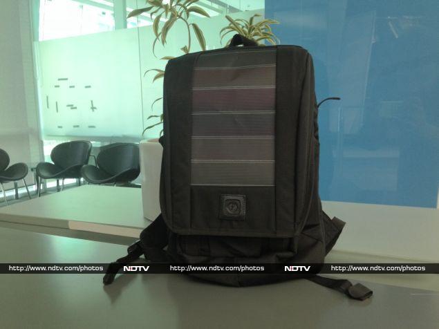 Lumos UnPlug Backpack Review: Sunbathed Tech
