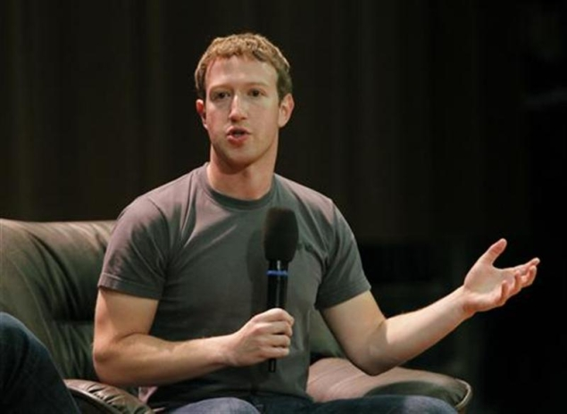 Facebook surprises all with mobile revenue growth