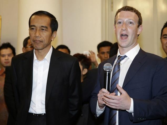 Facebook CEO Mark Zuckerberg Starts a Book Club