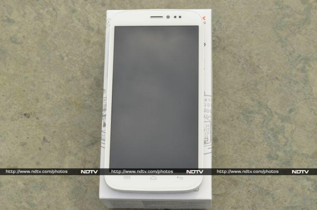 micromax-canvas-doodle-front.jpg