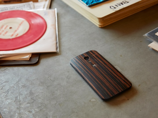 Moto X with Walnut rear finish now available at Rs. 25,999