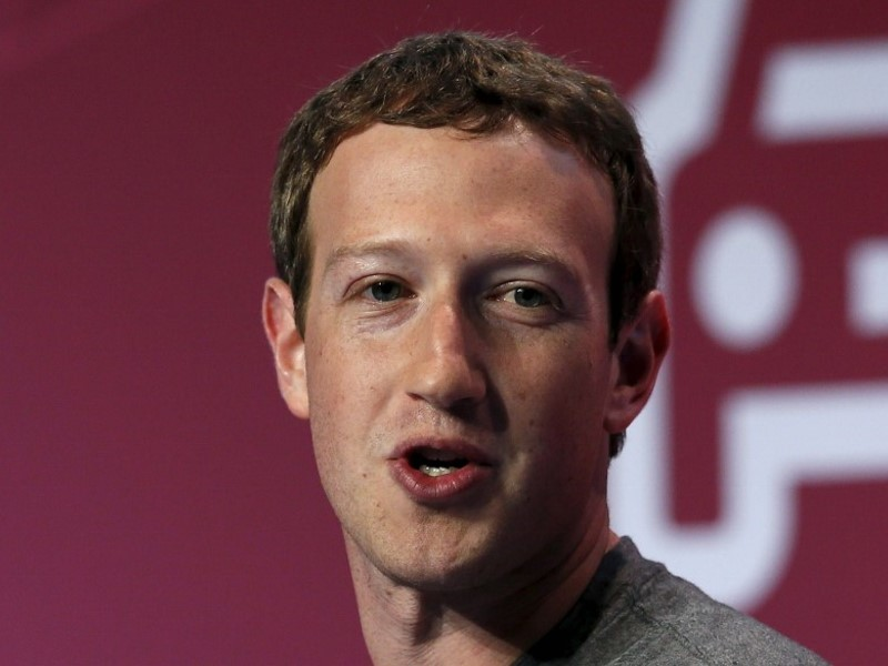 Facebook's Zuckerberg 'Sympathetic' With Apple's Fight With US Authorities