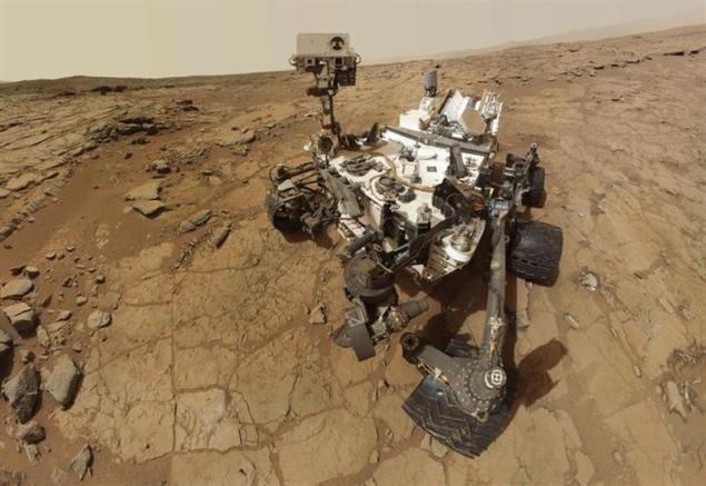 NASA Mars rover ready to eat, analyze rock powder