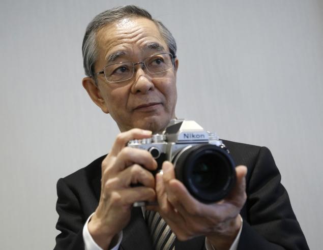 Nikon sticks to camera guns, looks to India for a lift