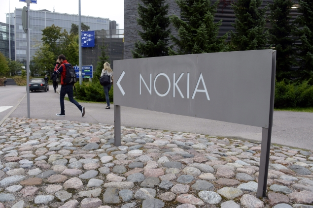 Nokia expects Microsoft deal to be completed in April