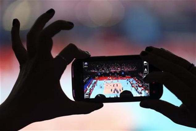 Britons turn to mobiles, tablets in high-tech Games