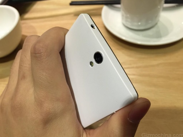 oneplus_one_mini_back_leaked_gizmochina.jpg