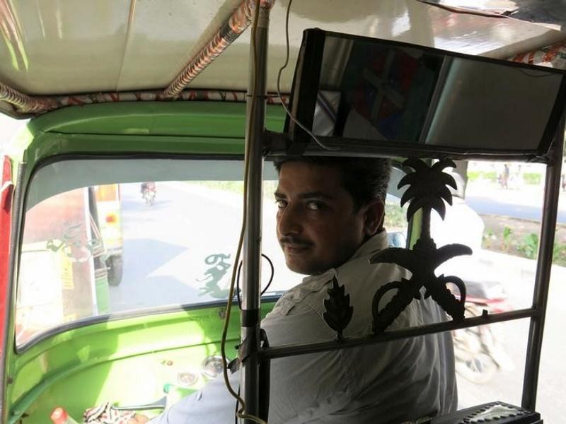 Uber's Upstart Rival in Pakistan Uses Rickshaws, Low-Tech Phones