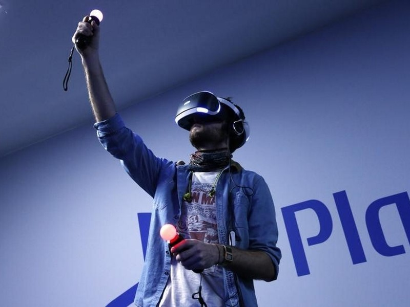 Playstation VR vs Oculus Rift vs HTC Vive: What's the Difference?