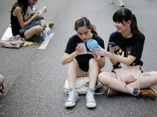 protesters_mobile_app_ap.jpg