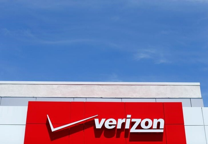 Verizon, AT&T Set to Make Final Round of Bids for Yahoo Web Assets: Reports