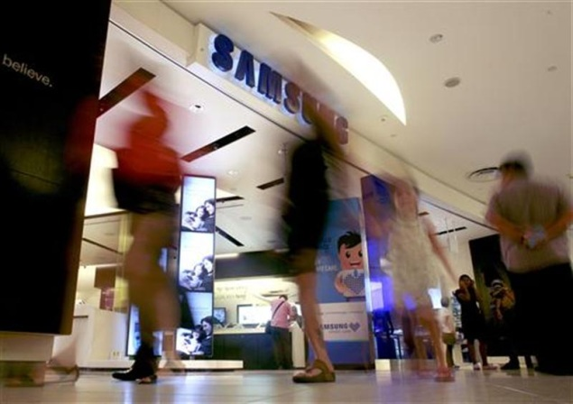 Samsung challenge: Sold the phone, how to keep the customer